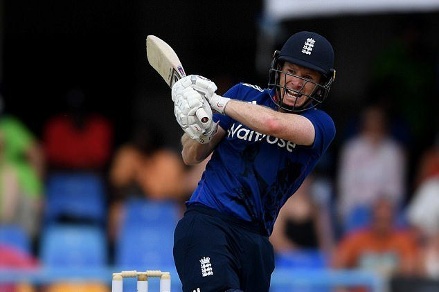 Eoin Morgan top scored with 66 as England beat Pakistan by five wickets in the second T20I
